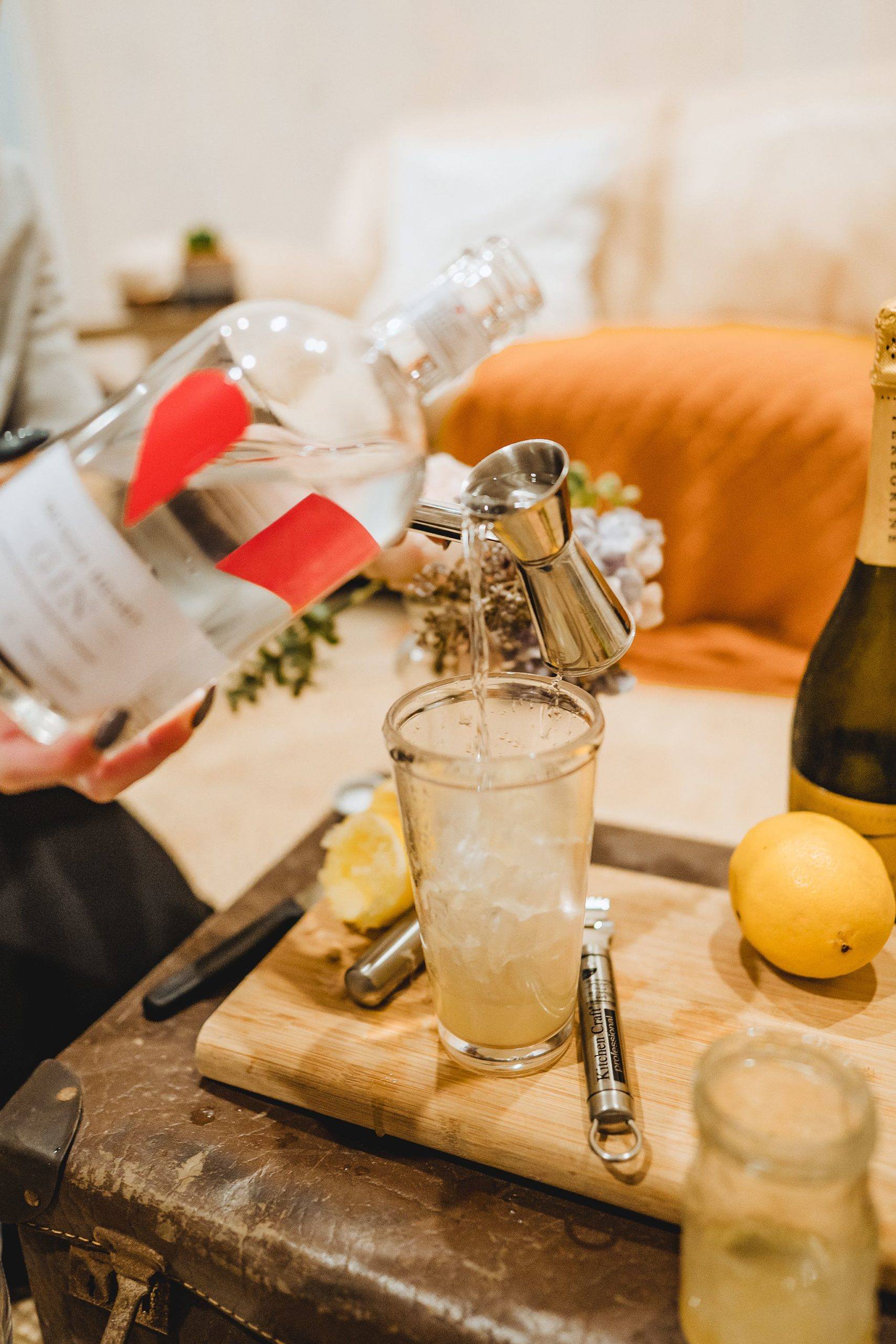 Adding gin to cocktail